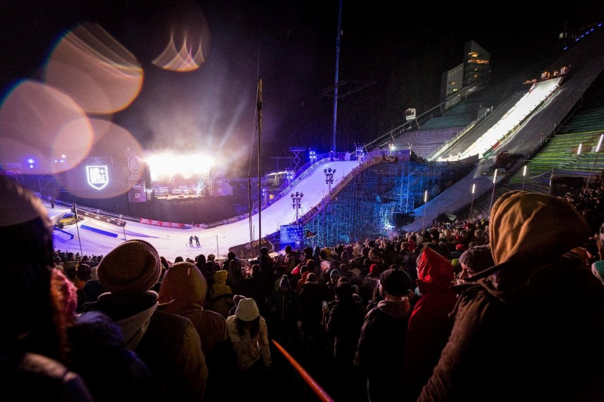 Huge crowds watched the world's best snowboarders in Innsbruck [Credit: Air + Style – Facebook]