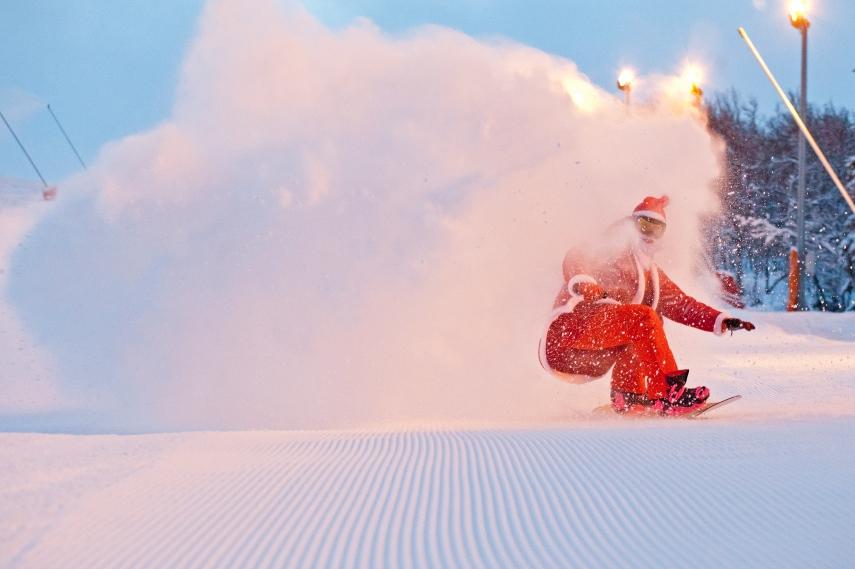 santa snowboarding on the piste