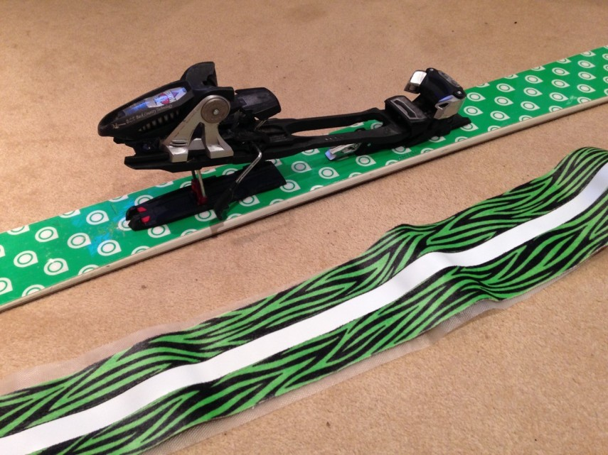picture of skis and bindings