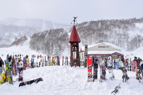 japanese ski resort snowboards