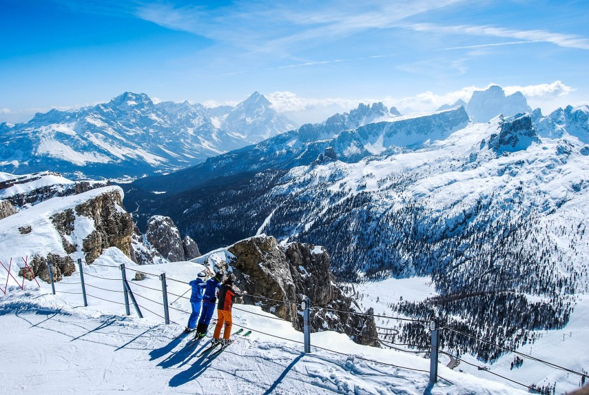 standing-on-the-edge-of-the-hidden-valley-dolomites